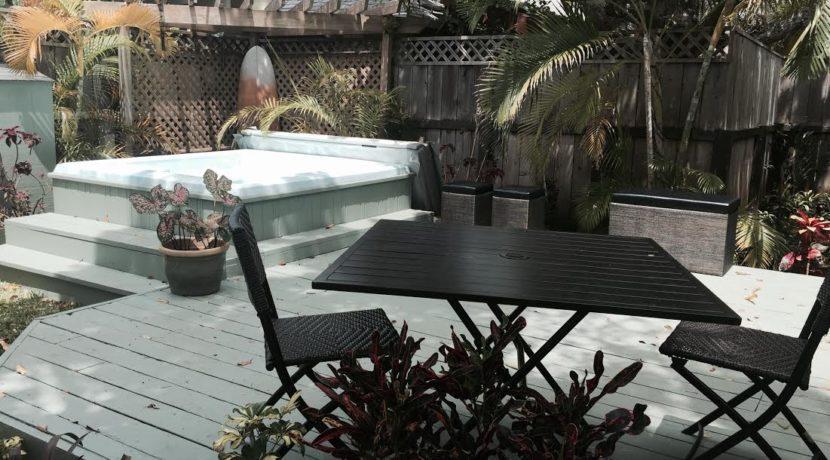 kainalu yard and hot tub