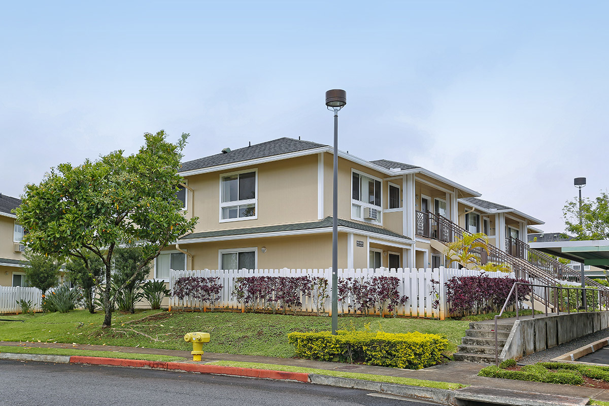 3 Bedroom, 2 Bath Townhouse in Mililani Mauka Gated Community