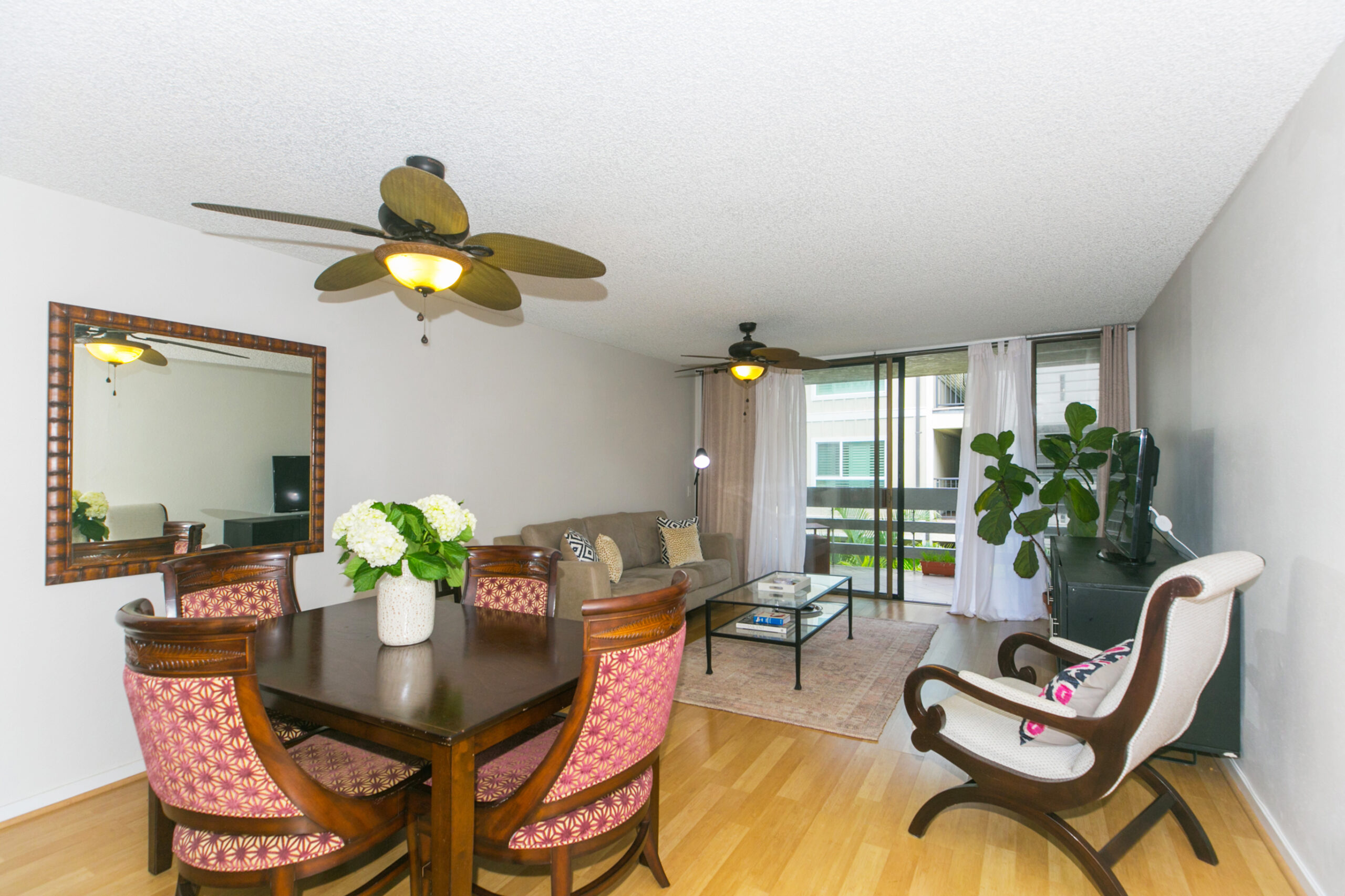 Gorgeous 2 bdrm 2 bath Townhome with 2 cvrd parking stalls in Kailua Town!